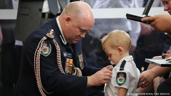 RFS Commissioner Shane Fitzsimmons presents a posthumous Commendation for Bravery and Service to the son of RFS volunteer Geoffrey Keaton