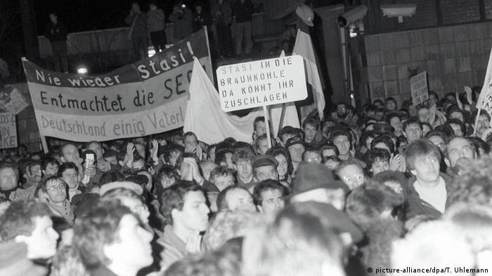 Juriš njemačkih građana na centralu STASI-ja 15.1.1990.