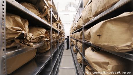 Deutsche Geschichte | Berlin 2010 | Papierschnipsel Stasi-Akten