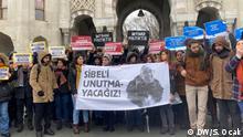 Studenten protestieren vor der Uni İstanbul. / Heute. Fotos von unserem Corr. Serkan Ocak / Alle Rechte frei