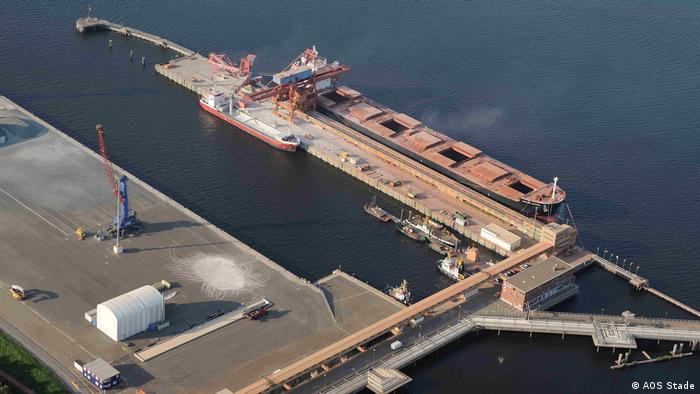Pressebild Aluminium Oxid Stade   Der Hafen an der Unterelbe