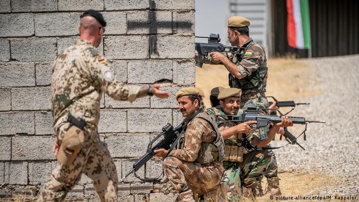 Militares alemães durante treinamento de soldados no Iraque