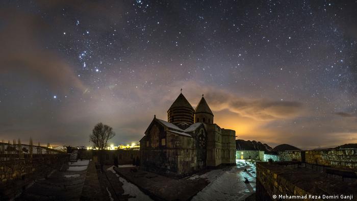 El antiguo monasterio armenio está situado en la provincia de Azerbaiyán occidental. En la lengua vernácula se llama Iglesia Negra. Los cristianos armenios creen que fue fundada en el año 66 por Judas Tadeo como la primera iglesia del mundo. Una vez al año se celebra aquí una misa con ocasión de una gran peregrinación, a la que asisten armenios de Irán y de sus países vecinos.