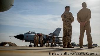 Bundeswehr in Jordanien | Deutsches Tornado-Jet am Luftwaffenstützpunkt Al-Asrak (picture-alliance/dpa/M. Kappeler)