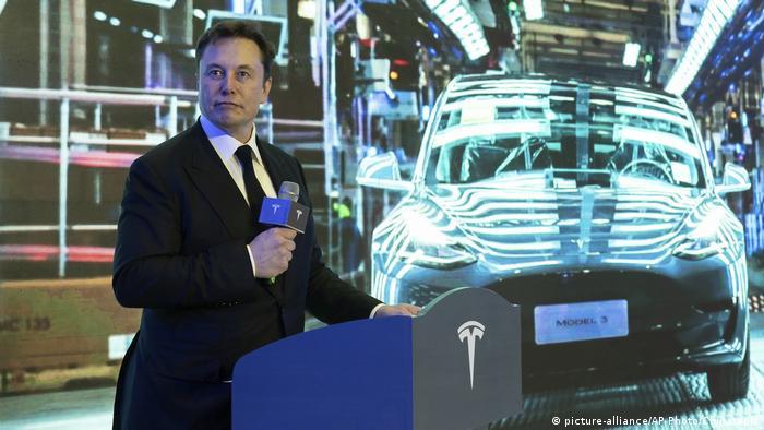 Глава концерна Tesla Илон Маск представляет Tesla Model 3 в Шанхае