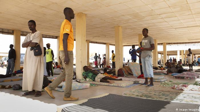 Migrants in a so-called welcome center in Agadez (Imago Images)