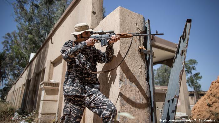 Konflikt in Libyen | Kämpfe (picture-alliance/dpa/A. Salahuddien)
