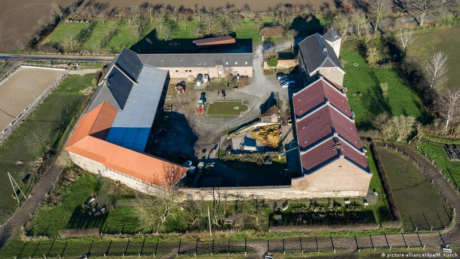 También se pueden ver desde el aire. Imagen de un campamento romano en la antigua zona de Germania inferior. Actualmente alberga una estación de historia natural.