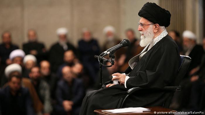 Iran Teheran Pressekonferenz Ali Chamenei (picture-alliance/abaca/SalamPix)