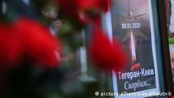 Плакаты и цветы у посольства Ирана в Киеве