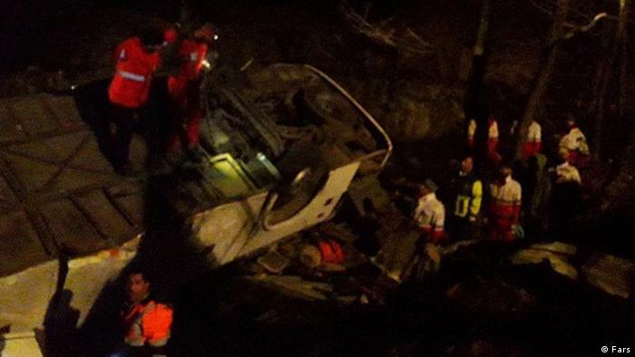 واژگونی اتوبوس تهران – گنبد و سقوط آن در دره در محور فیروزکوه ۲۰ کشته و ۲۴ زخمی برجای گذاشت. گزارشها از نقص ترمز اتوبوس حکایت دارند.