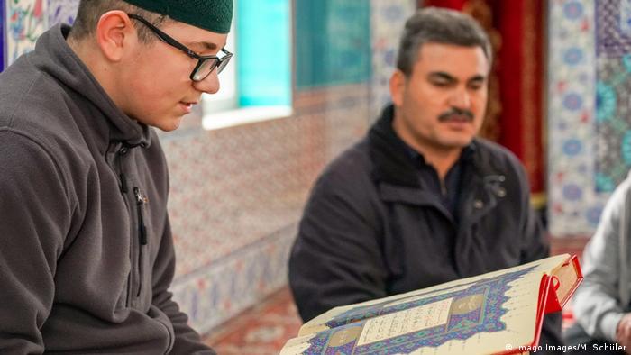 Ditib Moschee Mörfelden Ausbildung zum Imam Lesung aus Koran