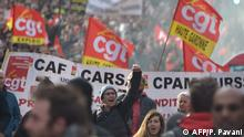 Protestors take part in a demonstration against the pension reform in Toulouse, southern France, on January 9, 2020. - French President's push for sweeping changes to the pension system has unleashed the longest transport strike in France in decades. (Photo by Pascal PAVANI / AFP)