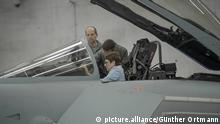 Verteidigungsministerin bei der Luftwaffe | Annegret Kramp-Karrenbauer