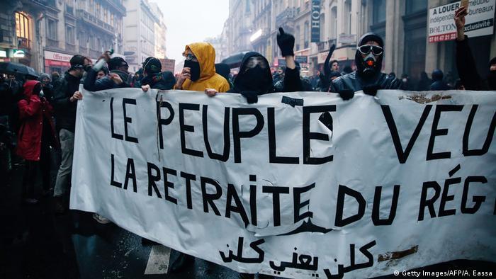 Bilo je suzavca, nasilja i povređenih među demonstrantima i policijom