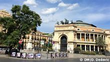 Palermo ist die Hauptstadt der italienischen Insel Sizilien. In der Kathedrale von Palermo aus dem 12. Jahrhundert befinden sich Königsgräber und das imposante, neoklassizistische Teatro Massimo beherbergt die Oper der Stadt. Ebenfalls im Zentrum liegen der Normannenpalast, ein früherer Königssitz, der auf das 9. Jahrhundert zurückgeht, und die Cappella Palatina mit ihren byzantinischen Mosaiken. Zu den geschäftigen Märkten Palermos gehören der zentrale Straßenmarkt von Ballarò und der Vucciria-Markt in der Nähe des Hafens. +++ Foto: Dragoslav Dedovic, Setpember 2018