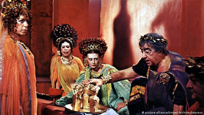 A colorful scene from Federico Fellini's Satyricon (picture-alliance/United Archives/Impress)