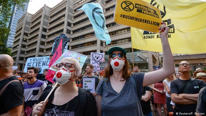 Manifestantes usaram máscaras de proteção em protesto em Sydney
