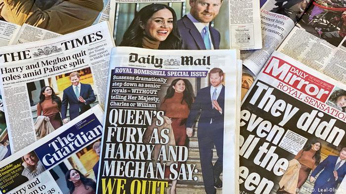 Titulares de la prensa británica sobre el alejamiento de Harry y Meghan de sus tareas reales.