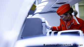 Стюардесса Аэрофлота в салоне самолета
