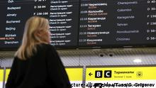 09.01.2020, Russland: MOSCOW REGION, RUSSIA - JANUARY 9, 2020: A passenger by an information board at Moscow's Sheremetyevo International Airport. On the January 8, 2020, a Ukraine International Airlines' Boeing-737 passenger plane heading to Kiev crashed shortly after taking off from Tehran's Imam Khomeini International Airport killing all 176 people on board, including nine crew members. Gavriil Grigorov/TASS Foto: Gavriil Grigorov/TASS/dpa |