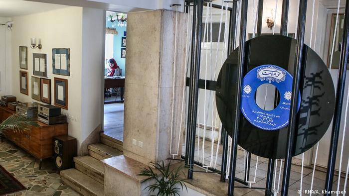 فروشگاه موسیقی بتهوون، ۶۵ سال پیش توسط برادران چمنآرا در خیابان منوچهری تهران افتتاح شد و در سالهای بعد چند بار تغییر مکان داد. این فروشگاه قدیمی به تازگی به خانه - موزه بتهوون تبدیل شده است. چیدمان این خانه موزه چندین بار در سال تغییر میکند و هم اکنون تم این موزه مربوط به موسیقی فیلمهای قدیمی همچون داش آکل اثر اسفندیار منفردزاده است.