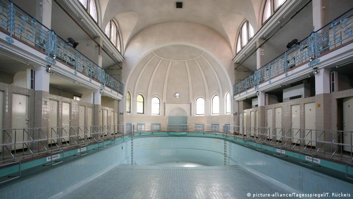 Municipal swimming pool Steglitz (picture-alliance/Tagesspiegel/T. Rückeis)