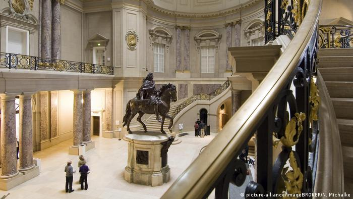 Germany, entrance hall Bodemuseum Berlin (picture-alliance/imageBROKER/N. Michalke)
