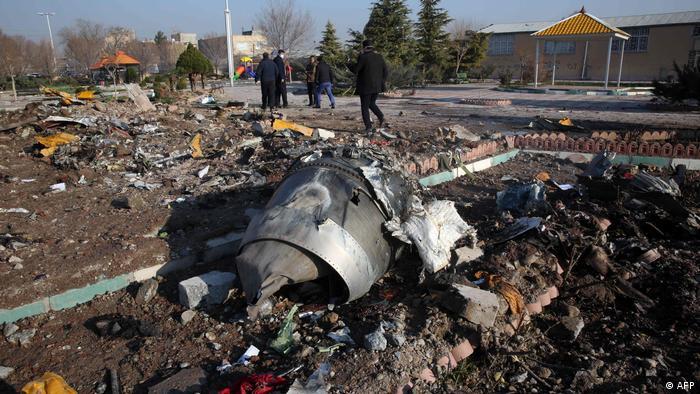 Iran Flugzeugabsturz Ukraine International Airlines | Wrackteile bei Teheran (AFP)