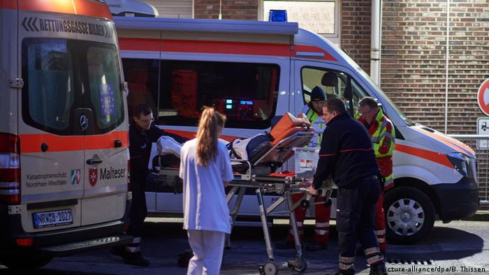 Dortmund hospital evacuation (picture-alliance/dpa/B. Thissen)