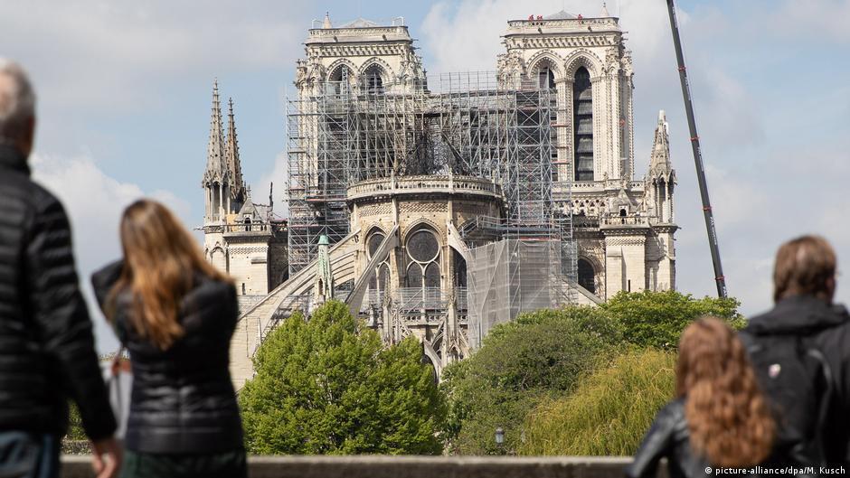 Frankreich Paris   Wiederaufbau Kathedrale Notre-Dame de Paris