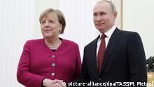 11.01.2020, Russland, Moskau: MOSCOW, RUSSIA - JANUARY 11, 2020: Germany's Chancellor Angela Merkel (L) and Russia's President Vladimir Putin shake hands during a meeting at the Moscow Kremlin. Mikhail Metzel/TASS Foto: Mikhail Metzel/TASS/dpa |