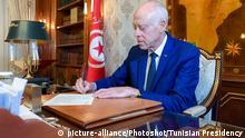 (200102) -- TUNIS, Jan. 2, 2020 () -- Tunisian President Kais Saied signs on the lineup of the new government, which will be submitted to parliament for approval, in Tunis, Tunisia, on Jan. 2, 2020. Tunisian Prime Minister-designate Habib Jemli announced on Thursday the lineup of his government that will be submitted to the parliament for approval. The new cabinet is composed of 42 members, including 25 ministers, three ministers to the prime minister, and 14 secretaries of state. (Tunisian Presidency/Handout via ) |