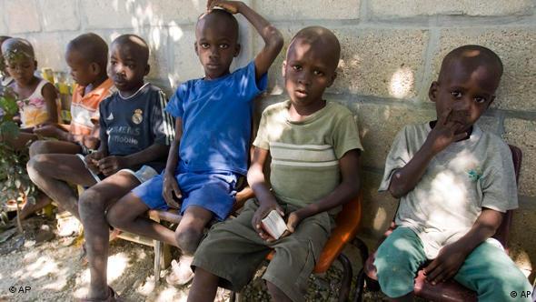 Waisenkinder auf Haiti nach dem Erdbeben Flash-Galerie (AP)