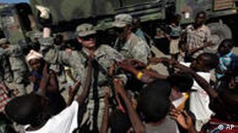 US soldiers distributing food aid