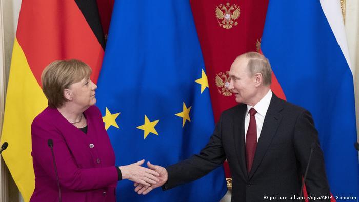 Ангела Меркель и Владимир Путин после переговоров в Москве