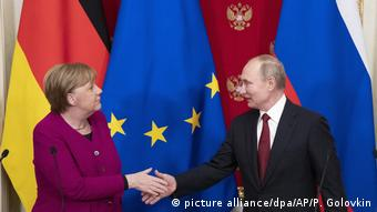 Merkeli takon Putinin për bisedime krize në Moskë (11.01.2020) (picture alliance/dpa/AP/P. Golovkin)