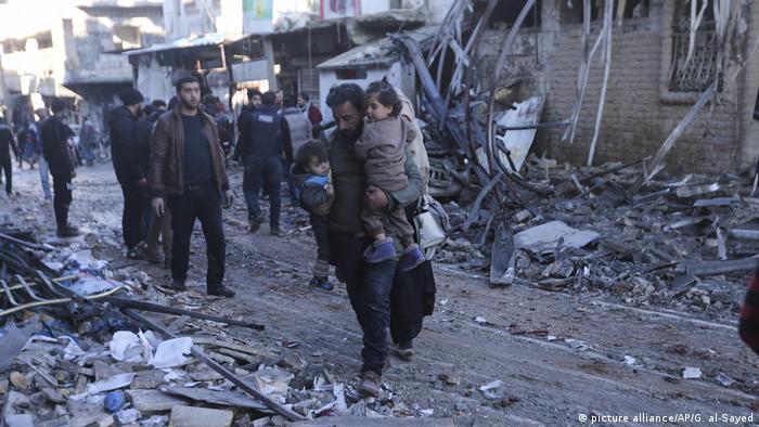 İdlib'de 11 Ocak 2020'deki bir hava saldırısının ardından çekilen fotoğraf