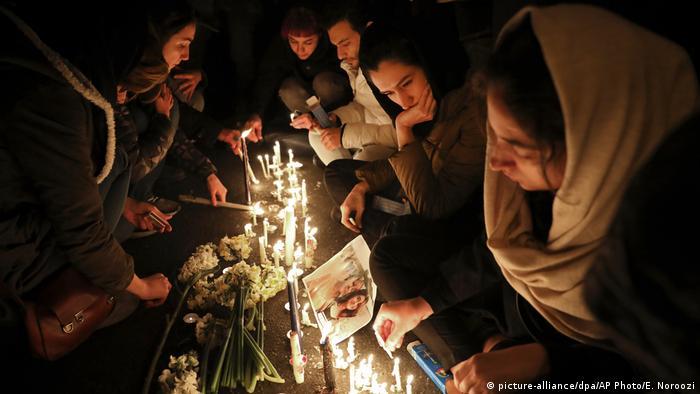 Iran | Trauer | Flugzeugabsturz (picture-alliance/dpa/AP Photo/E. Noroozi)