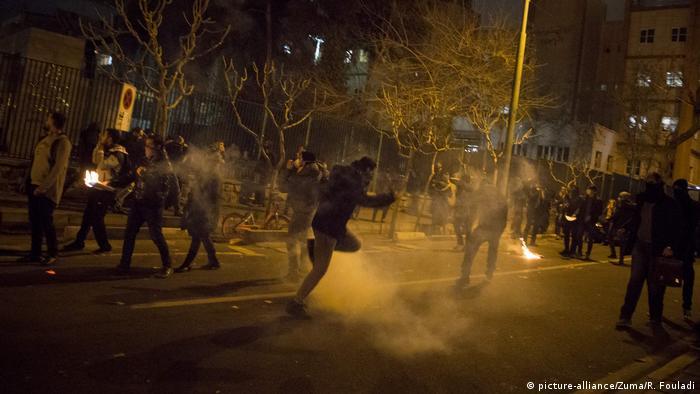 Teheran Universität Studentenproteste Flugzeugabschuß Polizei (picture-alliance/Zuma/R. Fouladi)