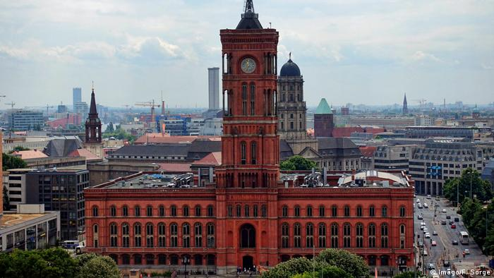 Berlin's Rotes Rathaus city hall (Imago/F. Sorge)