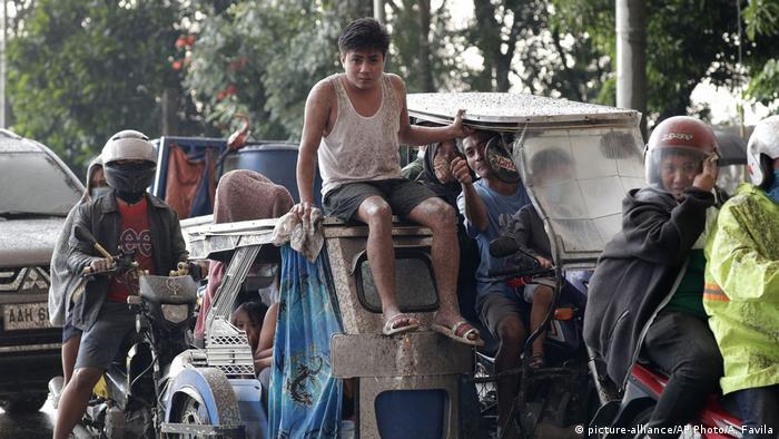 Philippinen | Ausbruch Vulkan Taal (picture-alliance/AP Photo/A. Favila)