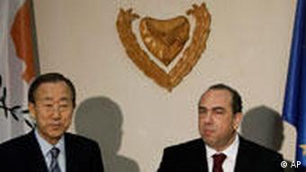 Ban Ki-moon and Cyprus Foreign Minister Marcos Kyprianou