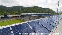 Solarkraftwerk auf dem Dach des Badenova-Stadions in Freiburg im Breisgau, Baden-Württemberg, Deutschland, Europa   Verwendung weltweit, Keine Weitergabe an Wiederverkäufer.