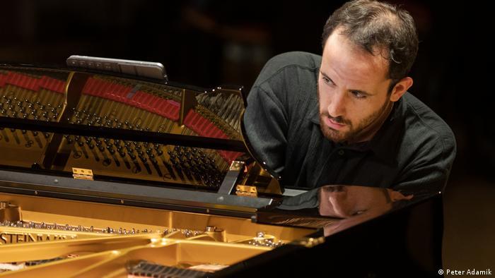 Pianist Igor Levit beim Konzert im Pierre Boulez Saal in Berlin
