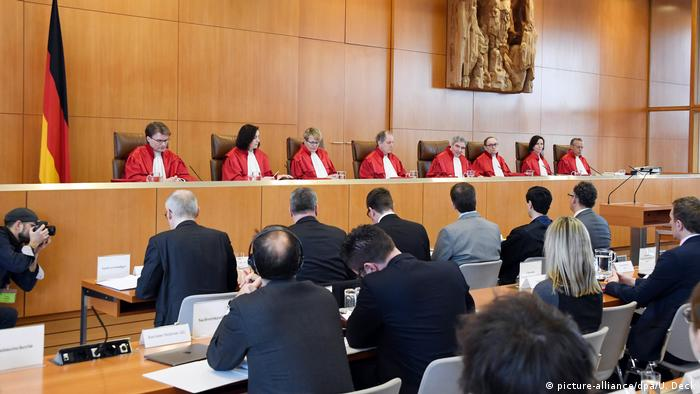 Germany's Constitutional Court opens a hearing (picture-alliance/dpa/U. Deck)