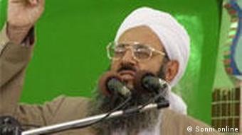 مولوی عبدالحمید، امام جمعهی اهل سنت در زاهدان، که یکی از مخالفین دخالت دولت در امور دینی اهل تسنن است