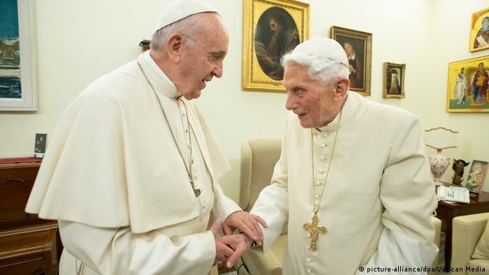 Vatikan Papst Franziskus und Papst Benedikt