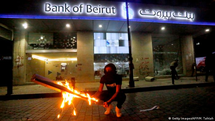 Libanon, Beirut: Erneute Proteste am Abend (Getty Images/AFP/M. Tahtah)
