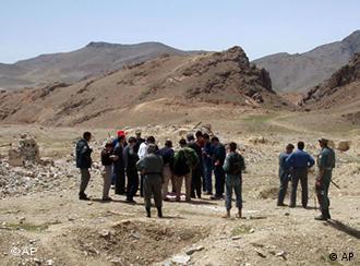 阿富汗的矿产资源也吸引着中国:图为中国一家矿业公司的代表团在考察艾娜克铜矿